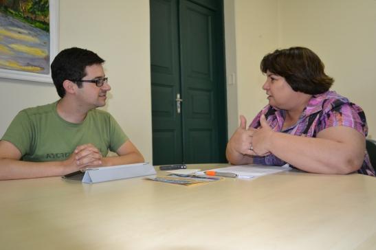 Durante a entrevista ao blog Dando Nota, na sede da Ação Cultural. Foto: Rafael Bitencourt